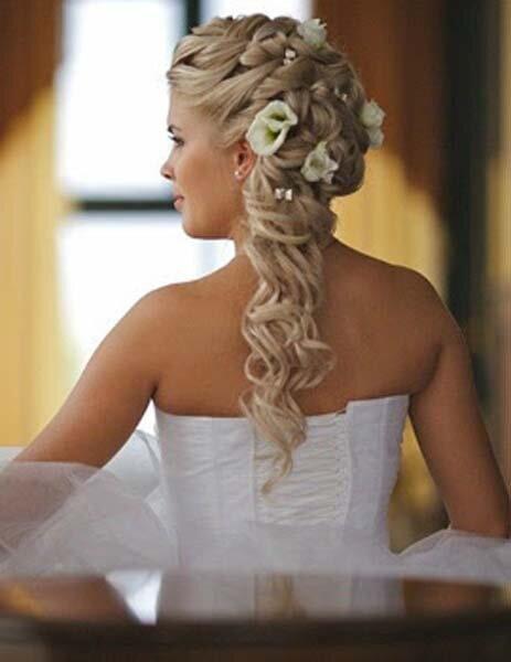 Прически на свадьбу из косы на средние волосы